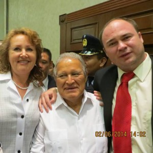 Junto al Presidente Sanchez Ceren-Como parte de los Observadores Internacionales de las Elecciones 2014.