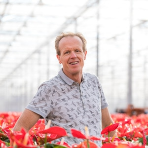 Lex Scheffers in de kas van Amazone Plants