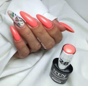pomarańczowe pastelowe paznokcie hybrydowe