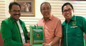 Penyerahan SK dukungan kepada Asrun di Jakarta.