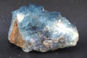 propiedades de la piedra fluorita azul en bruto