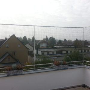 Balkon gesichert durch Katzennetz
