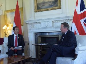 Presiden Jokowi bertemu Perdana Menteri David Cameron di kantor PM Inggris (19/4). (Foto: Humas/Nia)