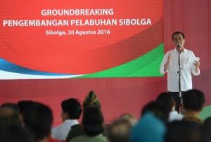 Presiden Jokowi Memberikan Sambutan pada Groundbreaking Perluasan Pelabuhan Sambas Sibolga, Sabtu (20/8) pagi, di Sibolga, Sumatera Utara. (Foto: Humas)