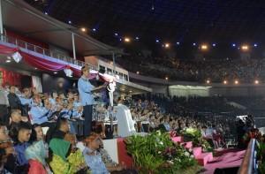 Presiden Jokowi memberikan sambutan dalam pembukaan PON XIX Tahun 2016, di GBLA, Jabar, Sabtu (17/9) malam. (Foto: Humas/Rahmat)