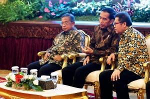 Presiden Jokowi didampingi Menko Perekonomian dan Menkominfo di Istana Negara, Jakarta, Kamis (29/9) sore. (Foto: Humas/Agung)