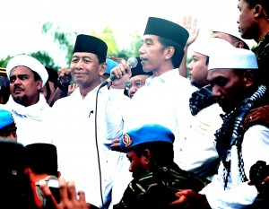 Presiden Jokowi menyampaikan ucapan terima kasih kepada peserta doa bersama, di Lapangan Monas, Jakarta, Jumat (2/12) siang. (Foto: Setpres)