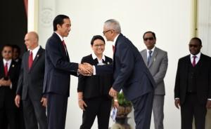 Presiden Jokowi bersalaman dengan Dubes Amerika Serikat saat penyerahan surat kepercayaan dari 8 Negara Sahabat di Istana Merdeka, Jakarta, Kamis (12/1). (Foto: Humas/Rahmat)