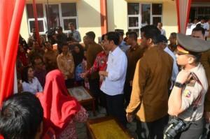 Presiden Jokowi saat tinjau rusunawa di Kelurahan Parakan Kauman, Kecamatan Parakan, Kabupaten Temanggung, Sabtu (17/6). (Foto: Humas/Rahmat)