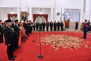 Pelantikan Dubes RI untuk Afsel dan KPPU, di Istana Negara, Jakarta, Rabu (2/5). (Foto: Humas/Agung).