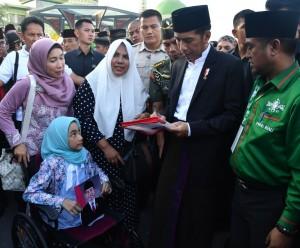 Presiden Jokowi pada acara Harlah ke-92 NU di halaman Masjid Agung An-Nur, Pekanbaru, Riau, Rabu (9/5). (Foto: BPMI)