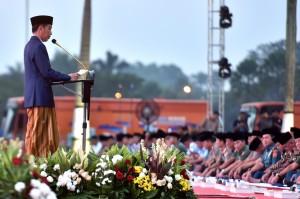 Presiden Jokowi memberikan sambutan pada buka bersama dengan keluarga besar TNI/Polri, di Mabes TNI Cilangkap, Jakarta, Selasa (5/6) petang. (Foto: Rahmat/Humas)