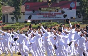 Para Pamong Praja Muda angkatan XXV lulusan tahun 2018 di IPDN Jatinangor, Sumedang, Jawa Barat, Jumat (27/7). (foto: Humas/Rahmat)
