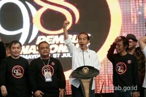 Presiden Jokowi memberikan sambutan pada penutupan Rembuk Nasional Akivis '98, di JI EXPO Kemayoran, Jakarta, Sabtu (7/7) petang. (Foto: Fitri/Humas)