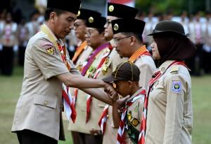 Presiden saat menghadiri Upacara Peringatan Hari Pramuka ke-57, di Lapangan Gajahmada, Taman Rekreasi Wiladatika, Cibubur, Jakarta, Selasa (14/8). (Foto: Humas/Rahmat).