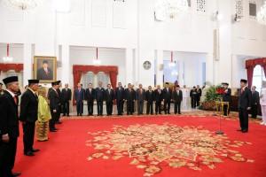 Presiden Jokowi memimpin upacara penganugerahan gelar Pahlawan Nasional, di Istana Negara, Jakarta, Kamis (8/11) siang. (Foto: JAY/Humas)
