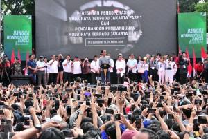 Presiden Jokowi saat meresmikan beroperasionalnya MRT di Bundaran Hotel Indonesia (HI), Jakarta, Minggu (24/3). (Foto: Humas/Jay).