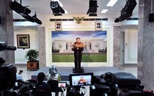 Menteri PPN/Kepala Bappenas Bambang Brodjonegoro menyampaikan keterangan pers usai rapat terbatas, di Kantor Presiden, Jakarta, Senin (29/4) siang. (Foto: JAY/Humas)