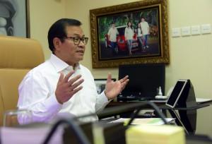 Seskab Pramono Anung dalam wawancara di ruang kerjanya, Jakarta, kemarin. (Foto: JAY/Humas)