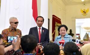 Presiden Jokowi usai menerima Presiden ke-5 RI Megawati dan Wapres ke-6 RI Try Sutrisno di Istana Merdeka, Selasa (21/5).