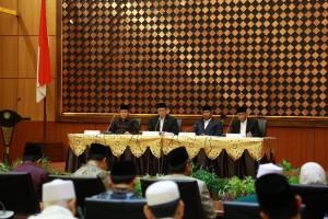 Menag Lukman Hakim Saifuddin memberikan keterangan pers usai sidang isbat di kantor Kemenag, Jalan MH Thamrin, Jakarta Pusat, Senin (3/6). (Foto: Kemenag).
