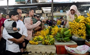 Presiden Jokowi beserta keluarga mengunjungi Pasar Gede, Solo, Jawa Tengah (Foto: BPMI)