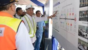 Minister of Transportation Budi K. Sumadi reviews grand design of 3rd runway of Soekarno Hatta International Airport in Tangerang, Banten, Sunday (21/7). (Photo: PR of Ministry of Transportation)