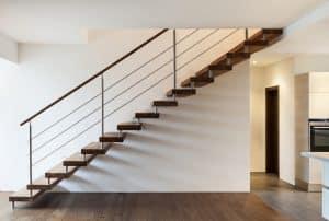 Tipp zum Bau erklärt Ihnen die Vorteile einer geschlossenen Treppe.