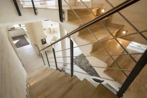 Bei Tipp zum Bau erfahren Sie warum sich eine Podesttreppe bei hoher Steigung lohnt.