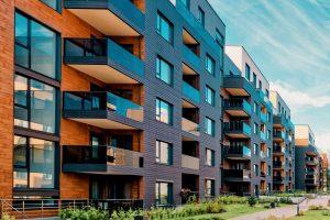 Tipp zum Bau erklärt Ihnen, wie bodentiefe Fenster an Hochhäusern abgesichert werden.