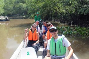 People riding a canoe in the Tigre Delta outside of Buenos Aires. Check out the Tigre tours available on Wander Argentina