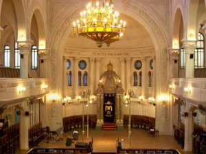 The interior of the Gran Templo Paso synagogue in Buenos Aires. Learn about Argentina's Jewish community and book a unique Jewish Buenos Aires tour on Wander Argentina