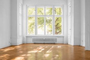 Bei der Altbausanierung müssen oft auch die Fenster ausgetauscht werden