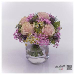 Blumenstrauß mit Ecuador Rosen, Kamille und rosa Schleierkraut