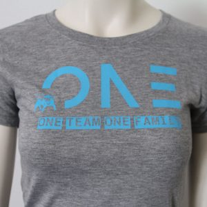 Damenshirt mit One Team one Family Aufdruck in Hellblau-Grau - Vorderseite | Tennis-University