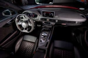 ABT_RS4__Misanorot_GR_20_LKW_Halle_Interieur_04