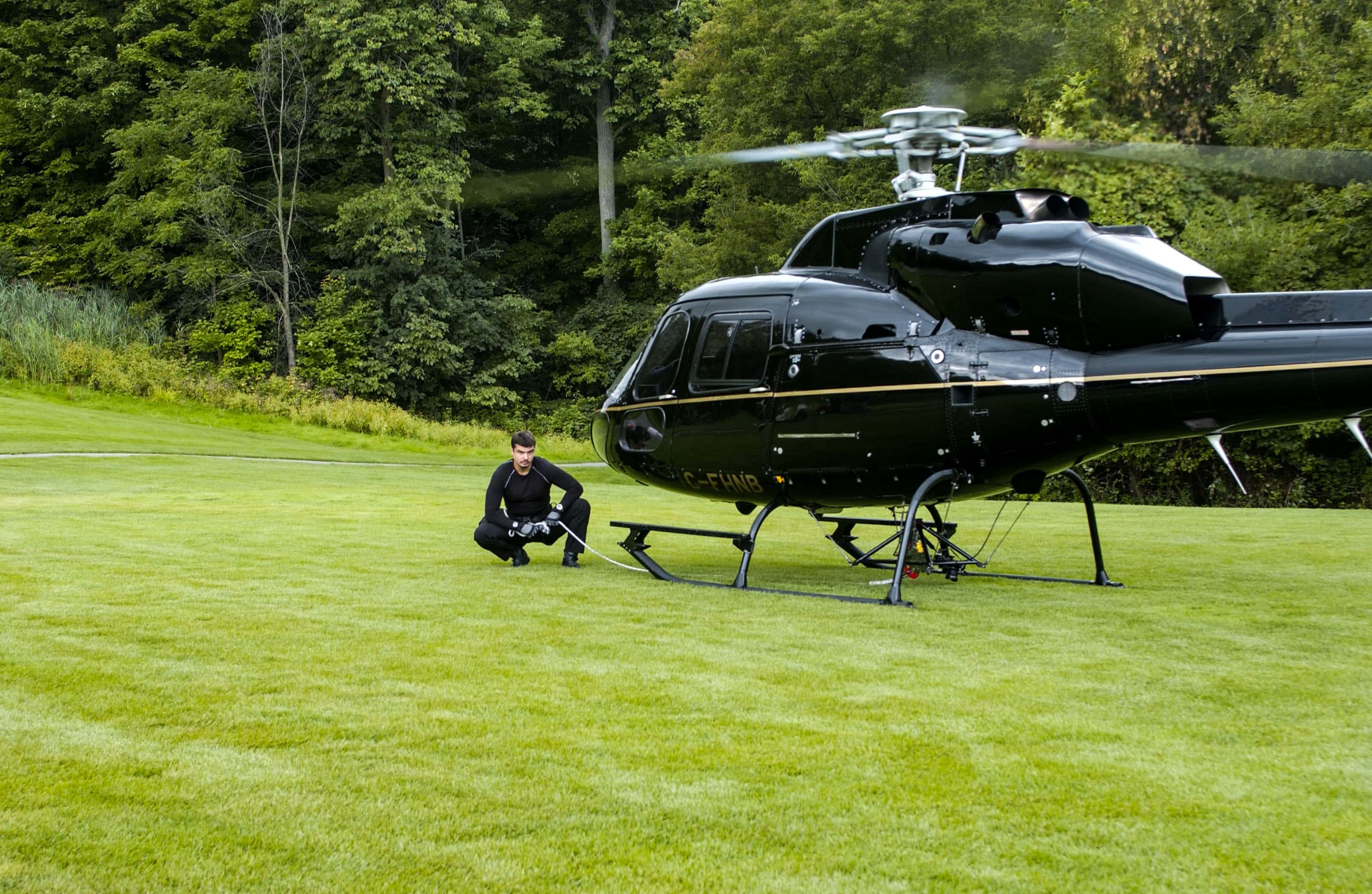 Helicopter: Eurocopter AS355 F1 TwinStar. Rappelling from a centre positioned hoist system