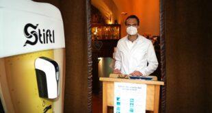 Alexander Auer und sein medizinisches Team übernehmen kurzerhand das Alte Hackerhaus und machen eine Corona Teststelle in München Zentrum daraus