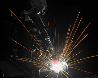 Robotic welding gun live welding with AccuLock R Consumables