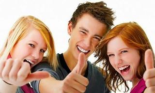 Grupo de estudiantes contentos