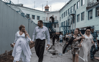 Свадьба за колючей проволокой