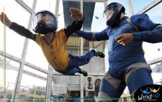 Paraquedismo Indoor com crianças e adolescentes no Wind up Indoor Skydiving