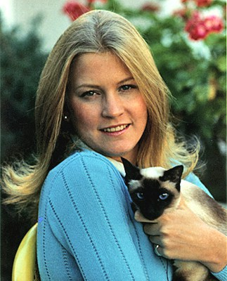 Susan Ford with her Siamese cat, Shan, October 4, 1974. Image: Gerald R. Ford Presidential Library.