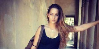 Elena muore in un incidente stradale