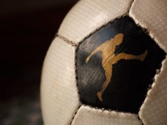 Un equipo catarí intenta imitar una genialidad de Messi y Suárez… y le sale mal