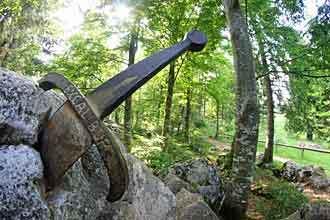 warwick_sword_in_stone
