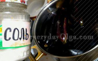 баклажаны в кастрюле с водой