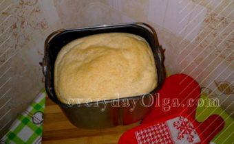 хлеб в ведерке для хлебопечки