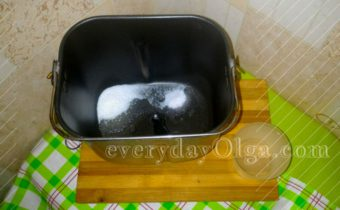 вода в ведёрке для хлебопечки