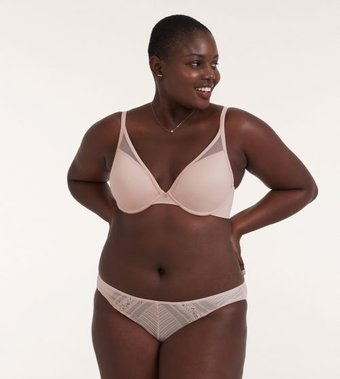 wearing the right bra size for women over 40 | 40plusstyle.com